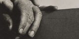 Alfred-Stieglitzs-Hands-beside-His-Photograph