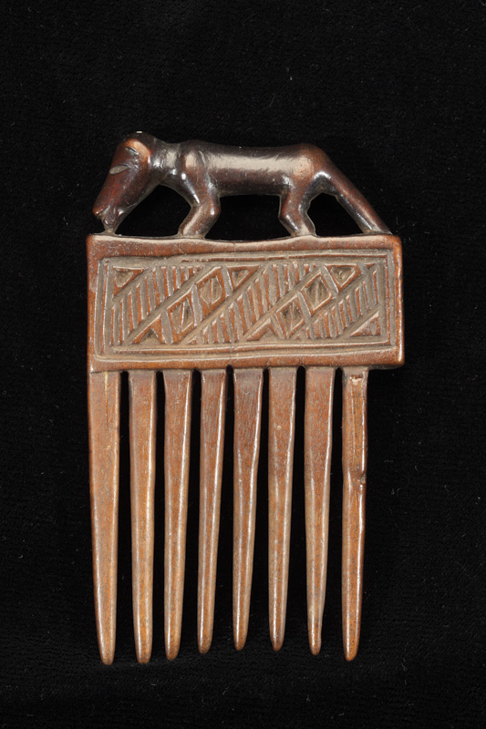 Hair Comb with Animal Finial